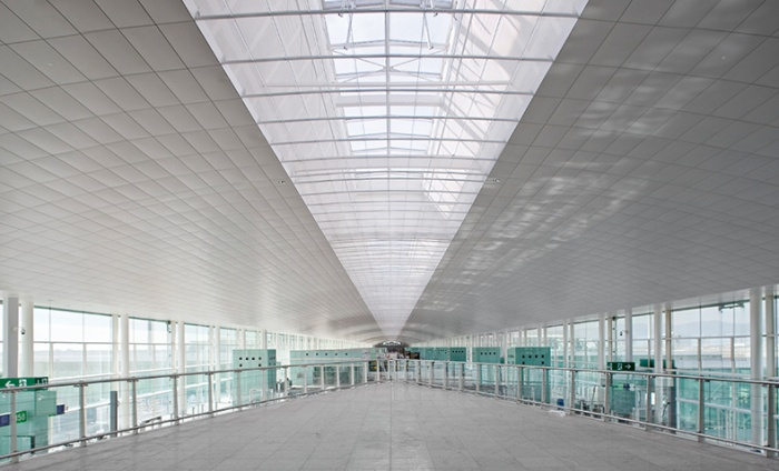 https://luxiona2020.mortensen.cat/projects/projects/arquitectural/Terminal T1 - Barcelona/aeroportT1_4.jpg